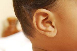 Comment nettoyer l'oreille d'un nourrisson avec de l'huile minérale