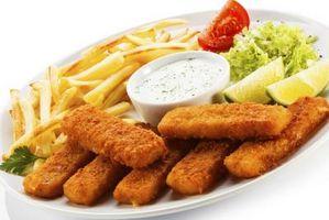 Aliments à manger avec des bâtonnets de poisson
