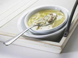 Comment épaissir la soupe de poulet simple avec le bouillon et le lait