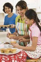 Outils pour décoration de gâteau avec des enfants