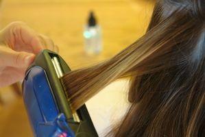 Comment Redresser Curly cheveux avec un fer plat