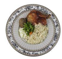 Poulet au four avec du riz blanc