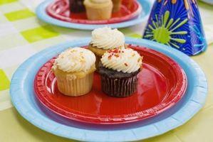 Comment faire Cupcakes ressembler à un grand gâteau