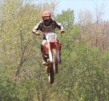 Comment réparer un embrayage sur un Dirt Bike Honda
