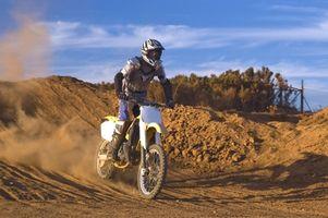 Comment comparer les modèles KTM 300 Dirt Bike