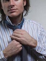 Comment attacher une grande Knot dans une cravate