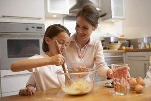 Enseigner aux enfants comment utiliser des tasses et cuillères de mesure